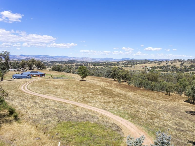127 Dellven Drive, Table Top, NSW 2640
