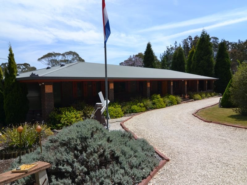 232 Thompsons Creek Road, Pipers Flat, NSW 2847