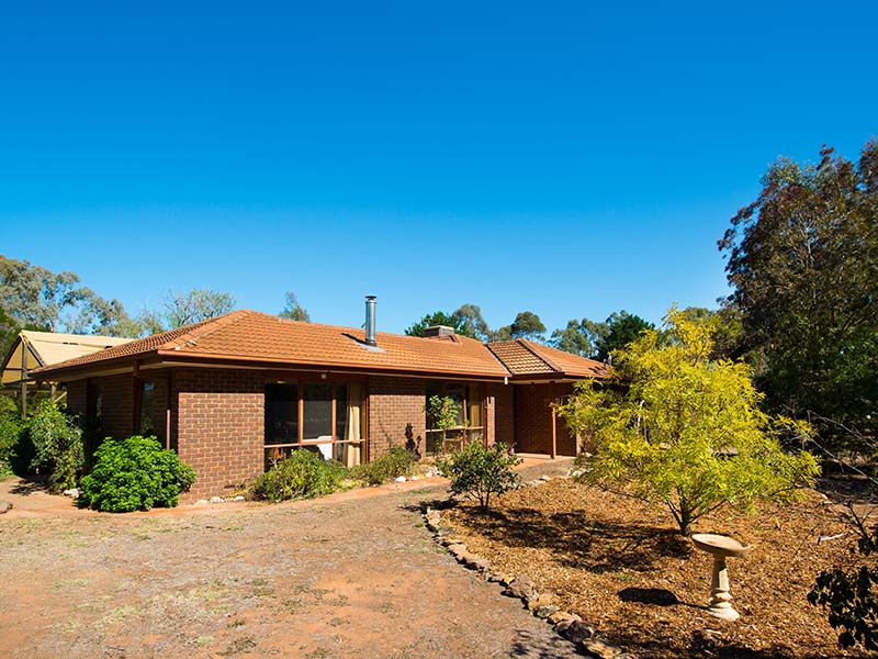 8 Jockey Drive, Newstead, Vic 3462