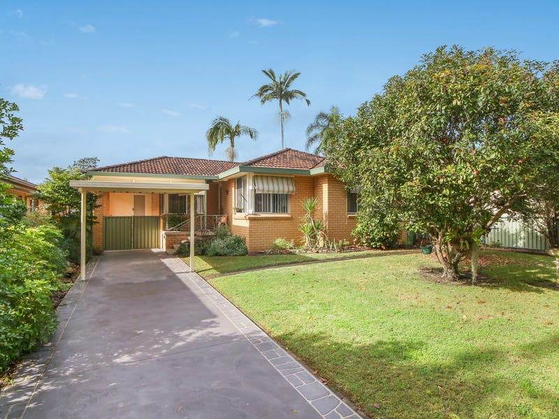32 Golden Ave, Point Clare, NSW 2250