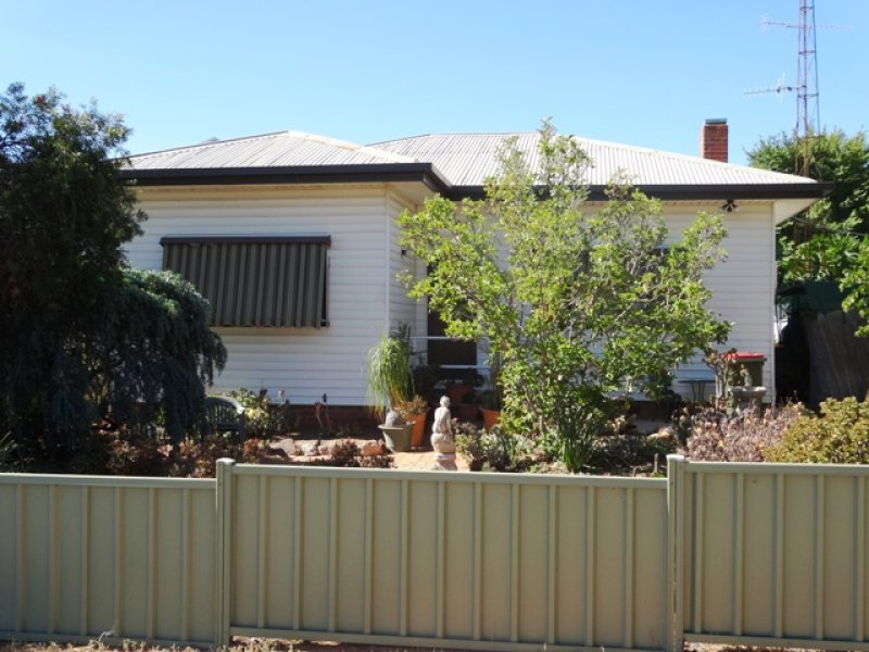 how to get to 2 massey avenue leeton nsw 2705