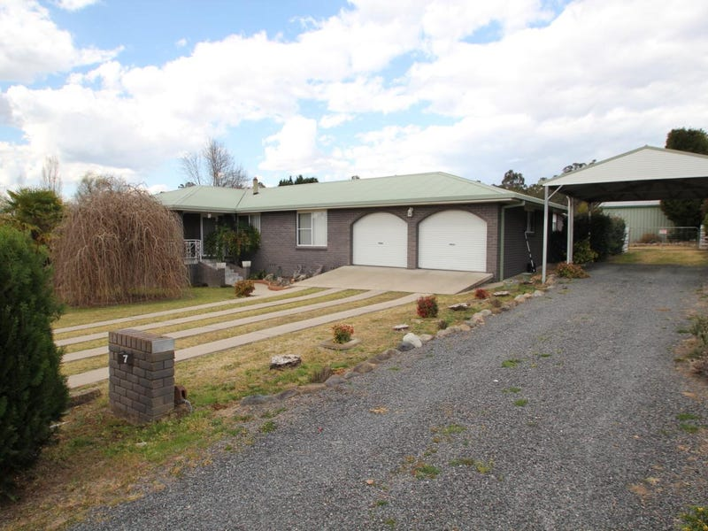 7 Logan Street, Tenterfield, NSW 2372