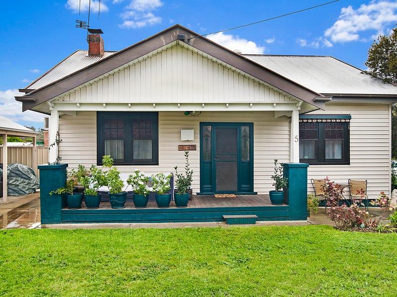 5 Station Street, Kangaroo Flat, Vic 3555
