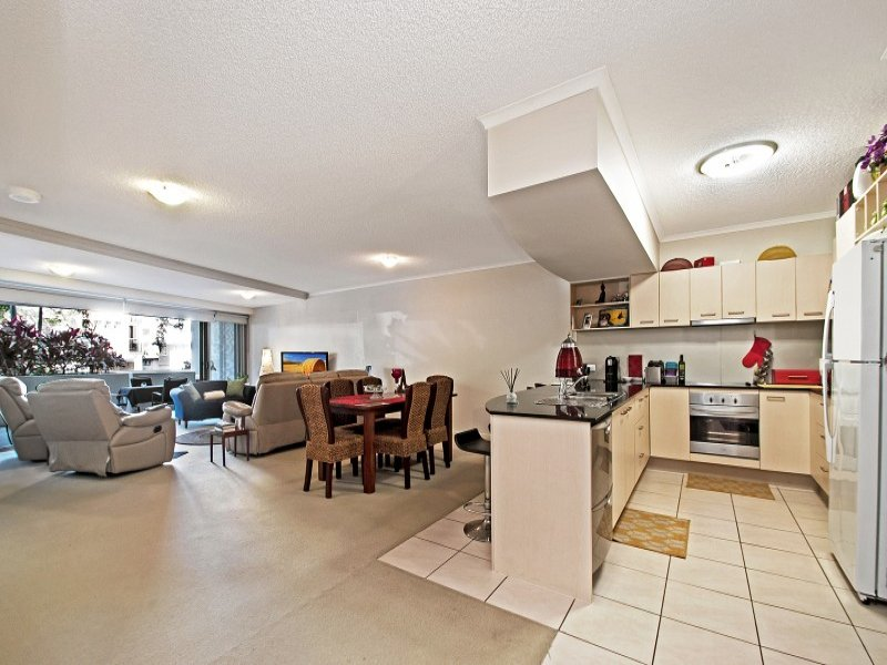 102/56 Lower Gay Tce  'Seabourn', Caloundra, Qld 4551