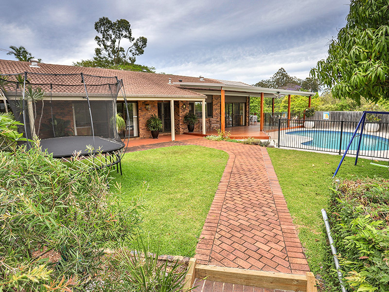 5 Emerald Court, Kenmore, Qld 4069