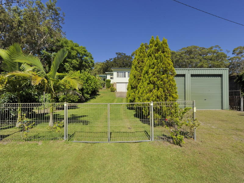 12 Taylor Road, Taylors Beach, NSW 2316