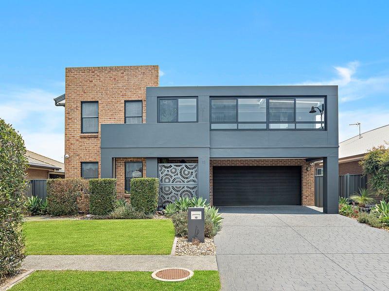 12 Johnston Avenue, Haywards Bay, NSW 2530