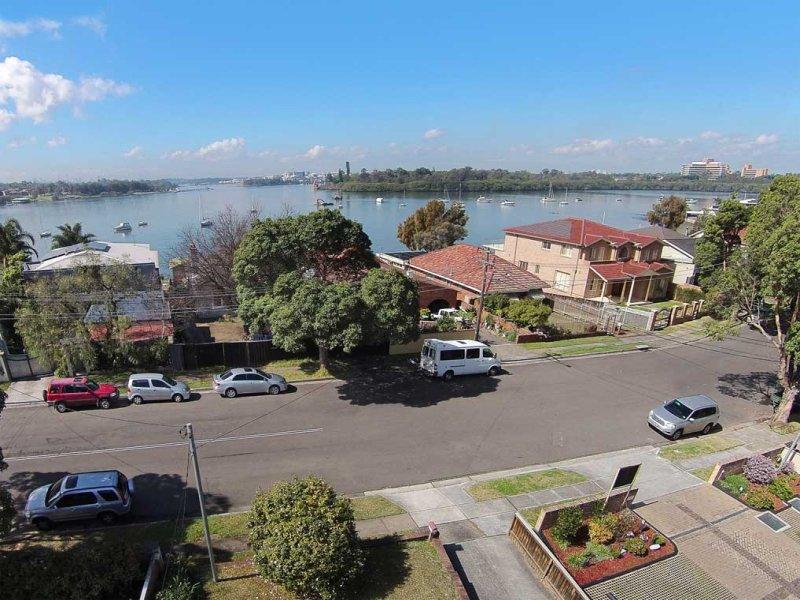 68 LLEWELLYN, Rhodes, NSW 2138