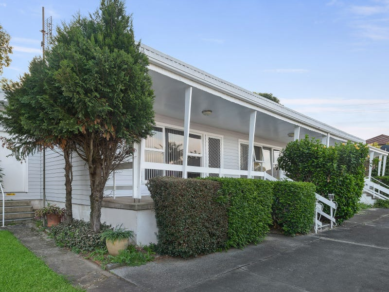 4/51 Heaslip Street, Coniston, NSW 2500