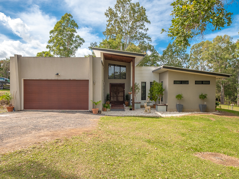 6 Rocklea Drive, Southside, Qld 4570