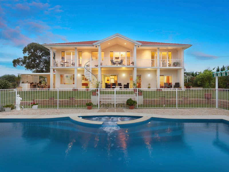 62 The Old Oaks Road, Grasmere, NSW 2570