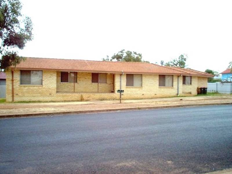 1,2,3,31 Forbes Road, Parkes, NSW 2870