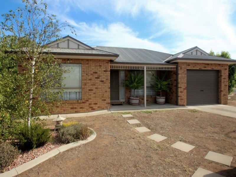 1/8 Backway Court, Maryborough, Vic 3465