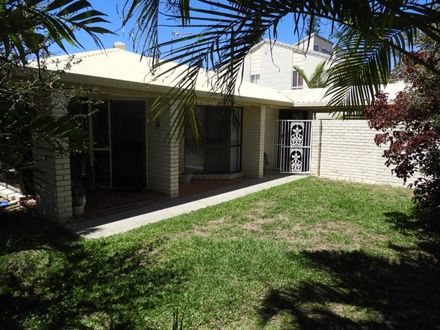 2/15 Wellington Parade, Shelly Beach