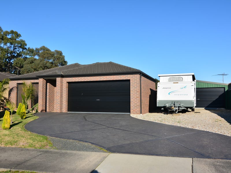 7 Crombe Ct, Newborough, Vic 3825