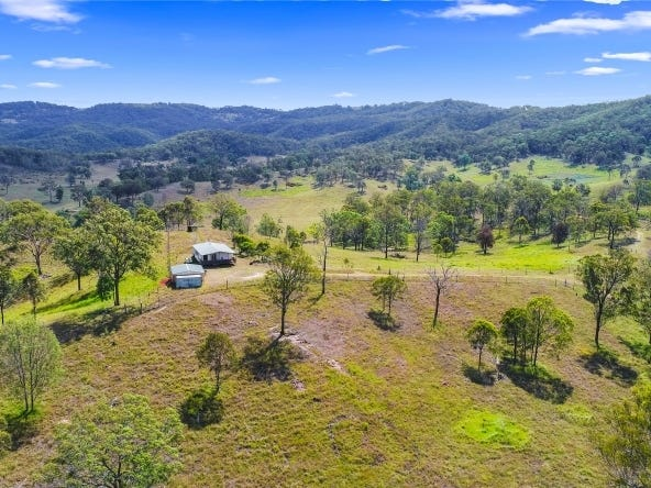223 Andrews Dip Road, Anduramba, Qld 4355