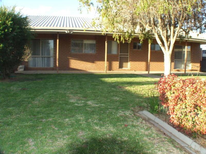 2/433 Henry Street, Deniliquin, NSW 2710