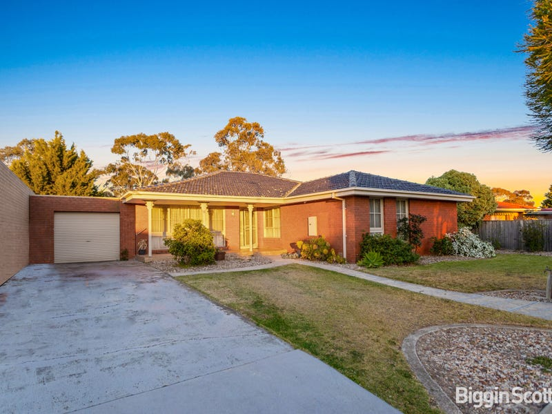 6 Lincoln Way, Melton West, Vic 3337