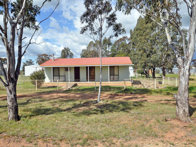 33 Commins Street, Illabo, NSW 2590