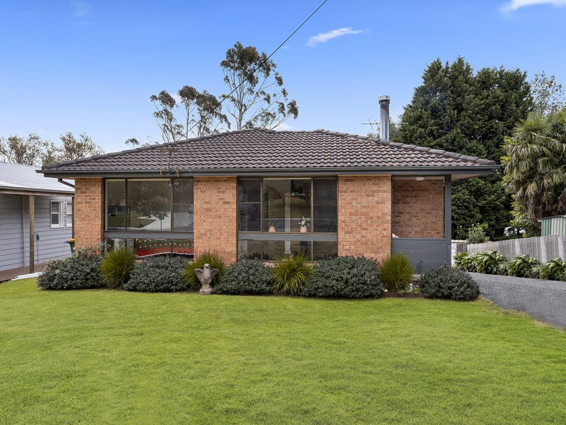 6 Armstrong Crescent, Robertson, NSW 2577