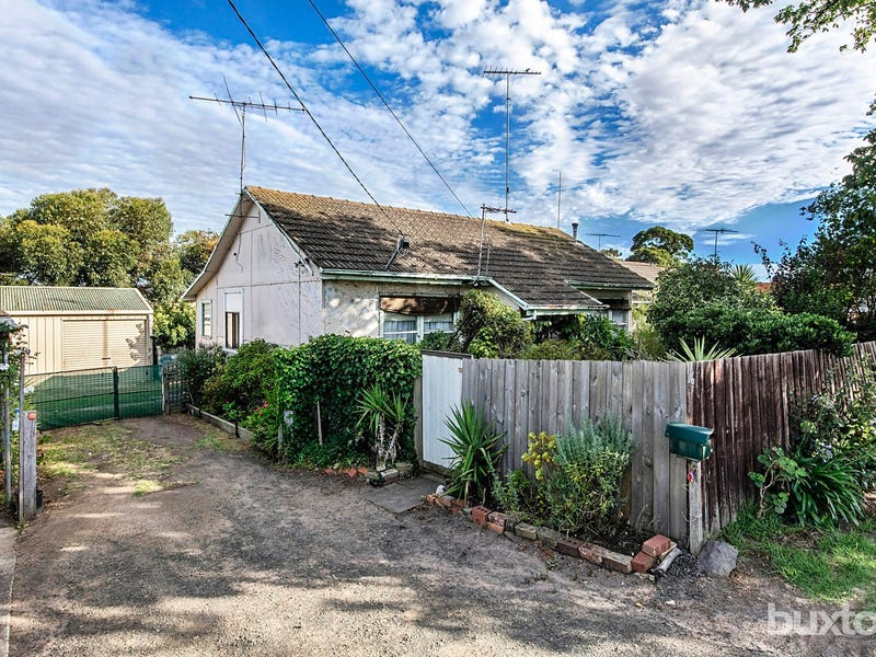 16 Tucker Street, Breakwater, Vic 3219