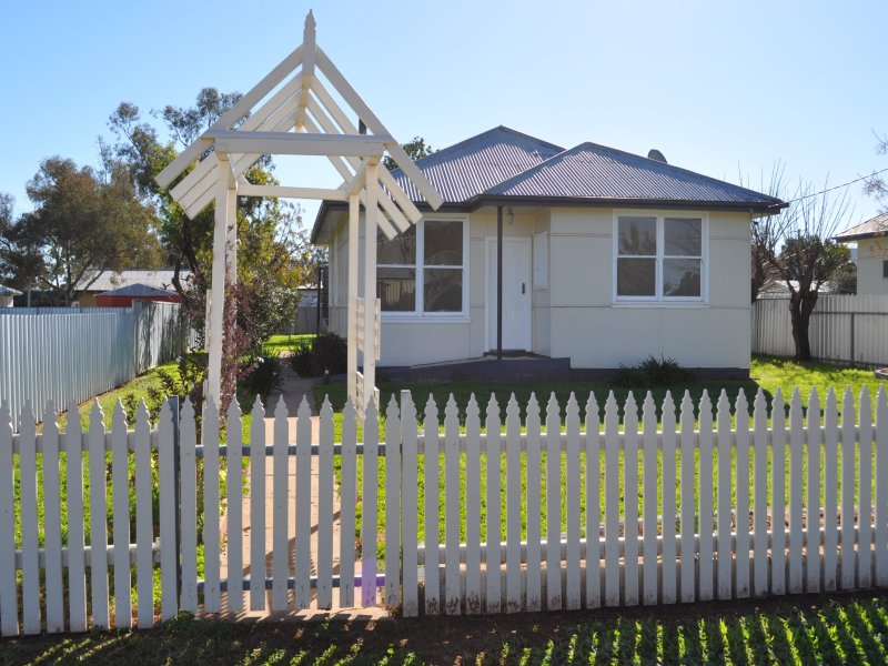 23 Campbell St, Trangie, NSW 2823