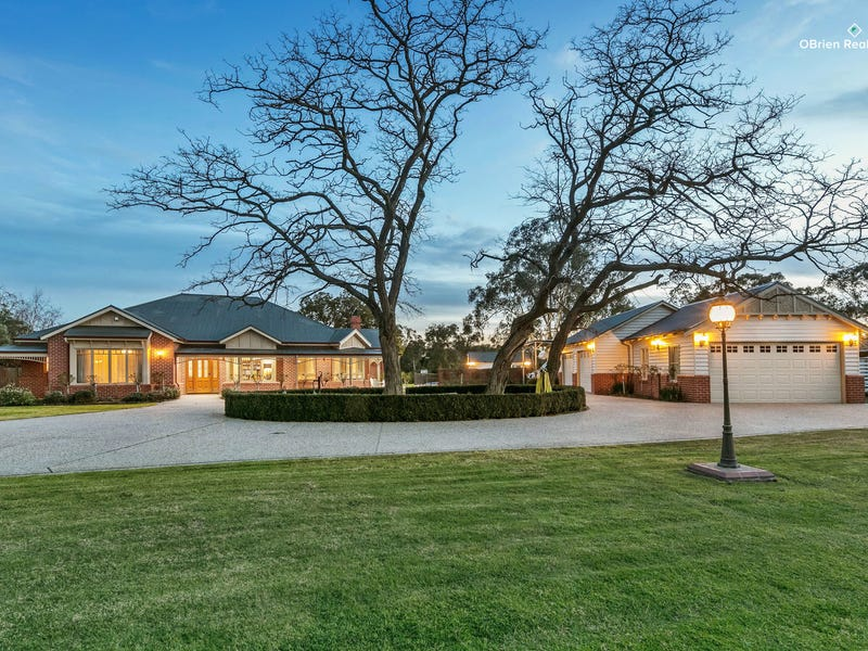 8 Coach House Lane, Beaconsfield, Vic 3807