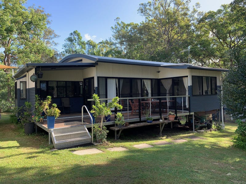 4 Bushland Close, Woodford Island, NSW 2463
