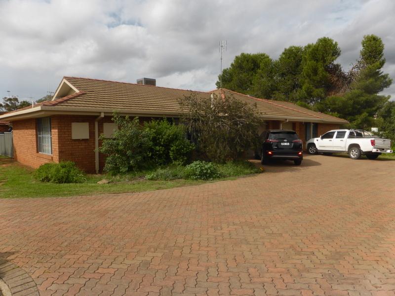 2&4/24 Ebelina Crescent, Parkes, NSW 2870