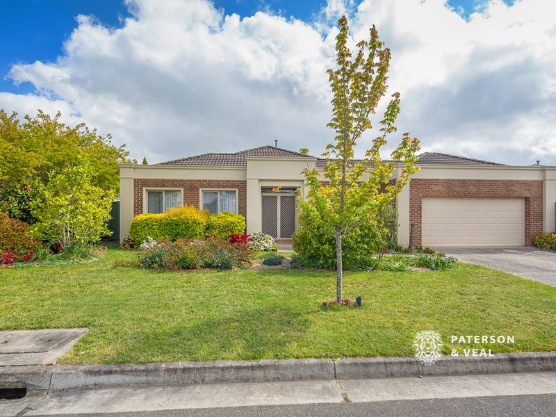 42 St Helen's Avenue, Lake Gardens, Vic 3355