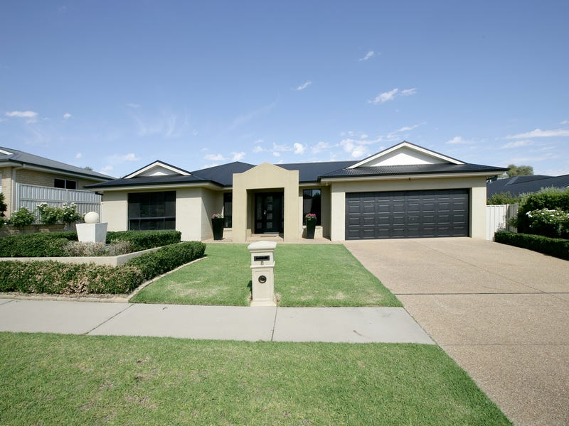 8 Brownlow Drive, Bourkelands, NSW 2650