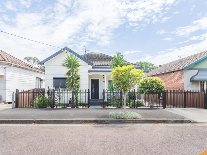 42 Henry Street, Tighes Hill, NSW 2297