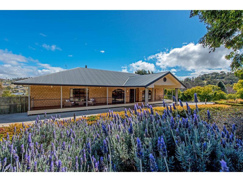 4 Windermere Drive, Hodgson Vale, Qld 4352