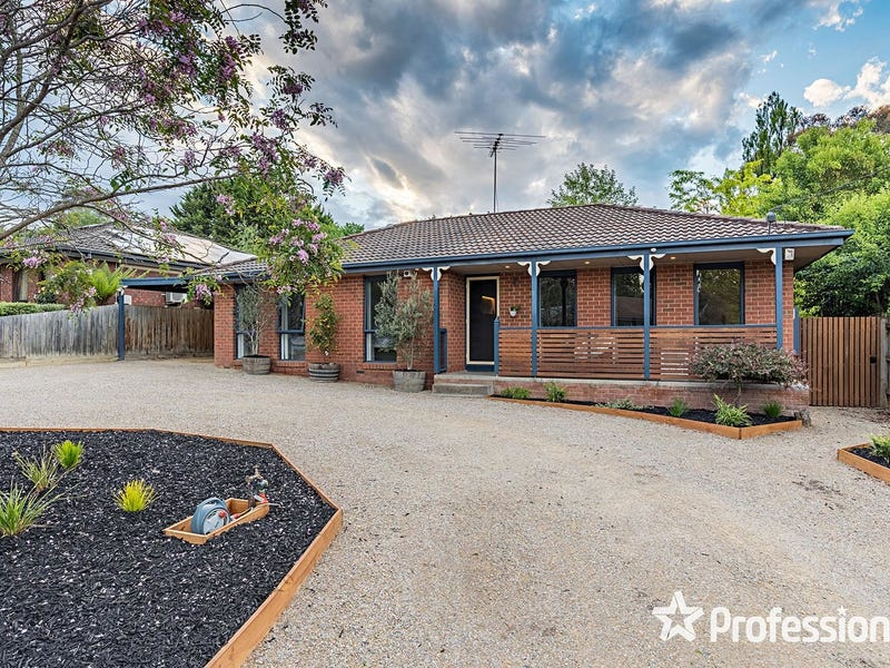 9 Drummond Road, Seville, Vic 3139