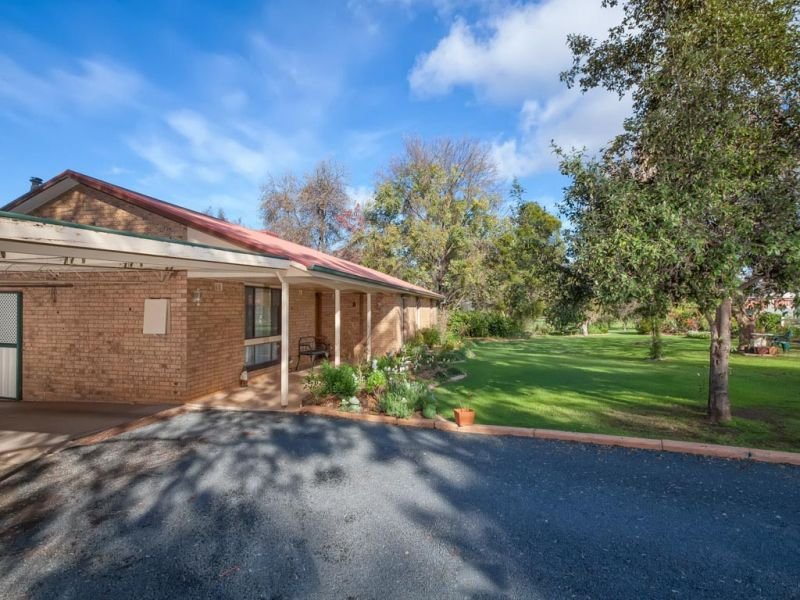 Address available on request, San Isidore, NSW 2650