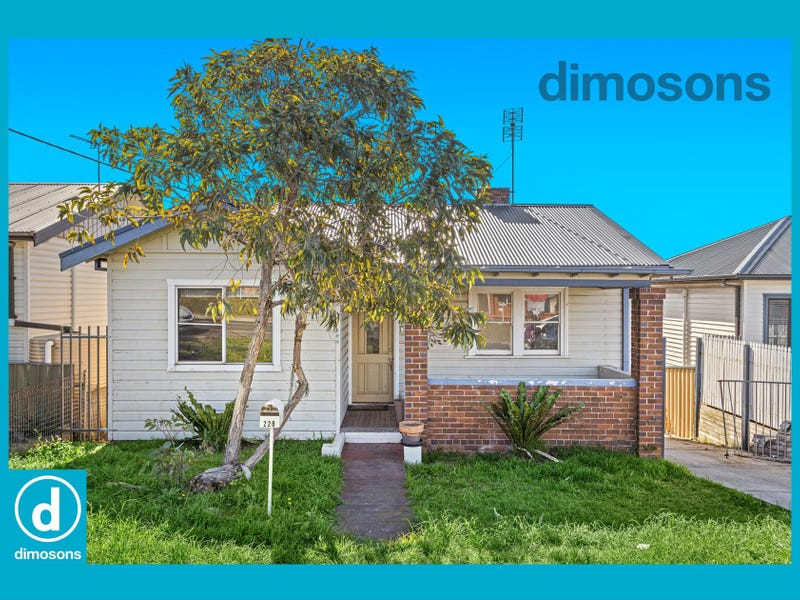 228 Flagstaff Road, Lake Heights, NSW 2502