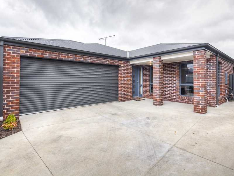 2/11 King George Way, Mitchell Park, Vic 3355