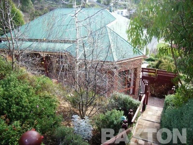 16 Bimbadeen Court, West Hobart, Tas 7000