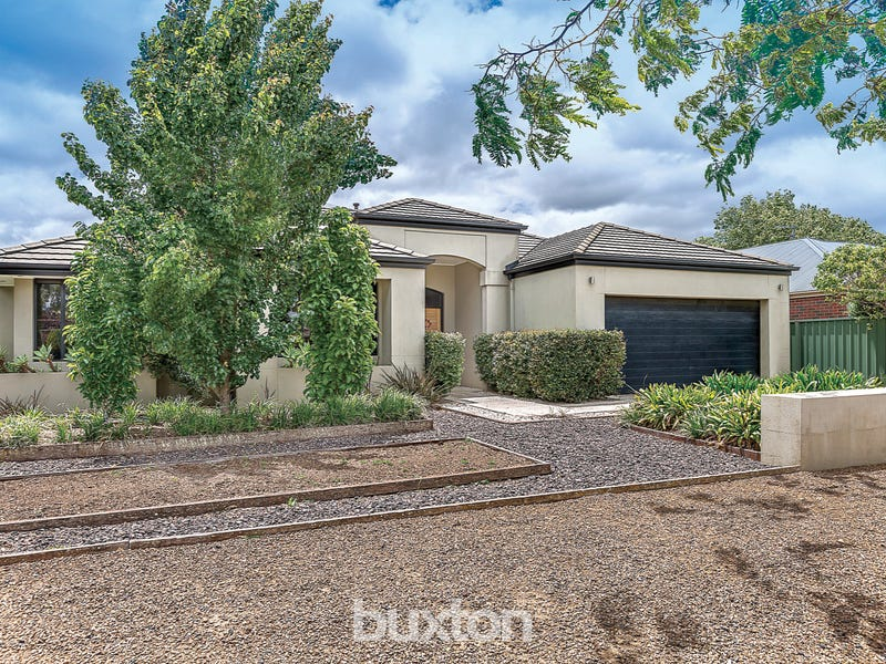 32 Faversham Avenue, Lake Gardens, Vic 3355