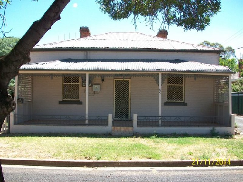 55 RAYMOND STREET, Wellington, NSW 2820