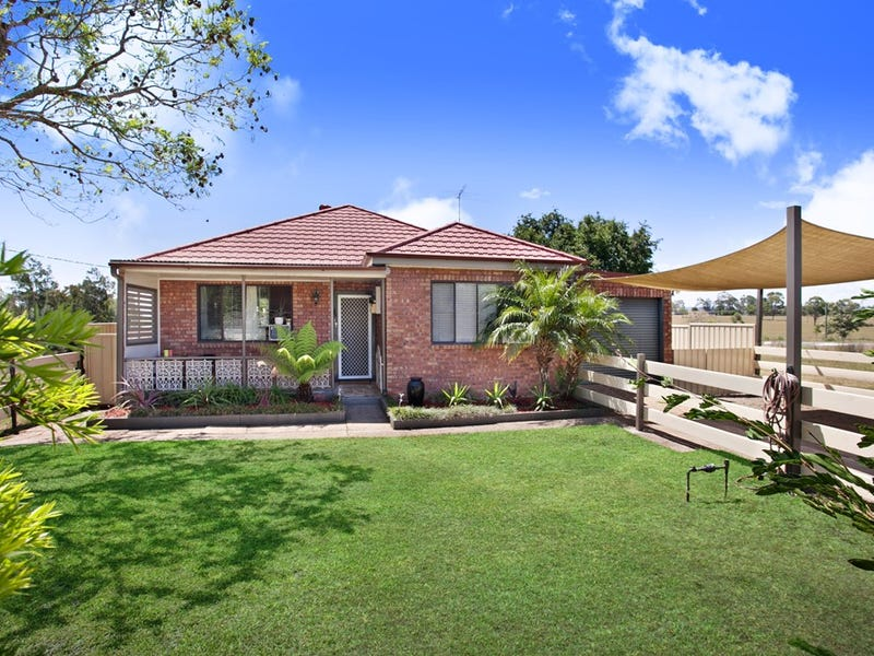 14 St Helena Close, Lochinvar, NSW 2321