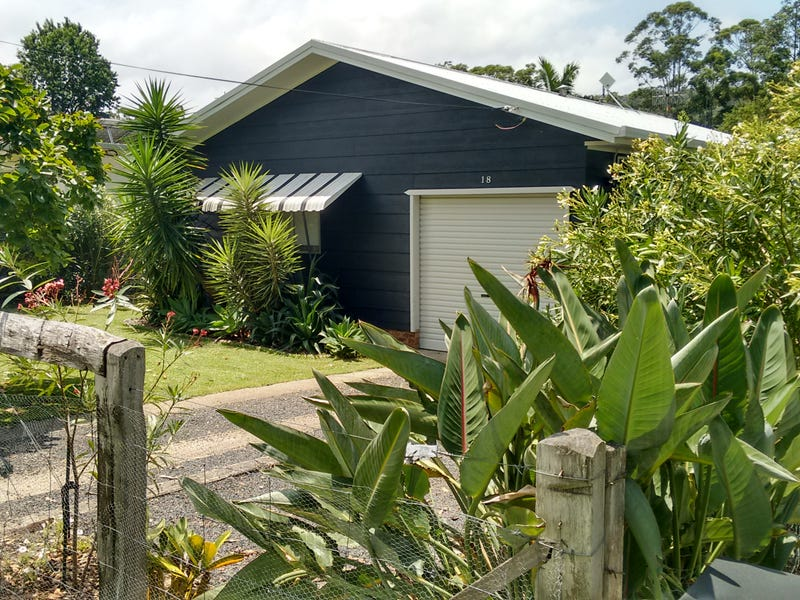18 Wattle Street, Fishermans Paradise, NSW 2539
