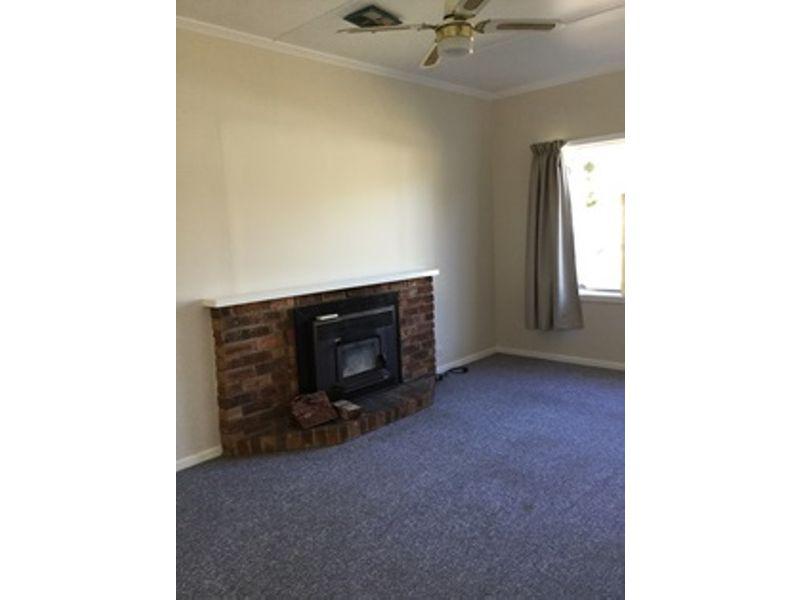 12 Whitby Street, Cowra, NSW 2794