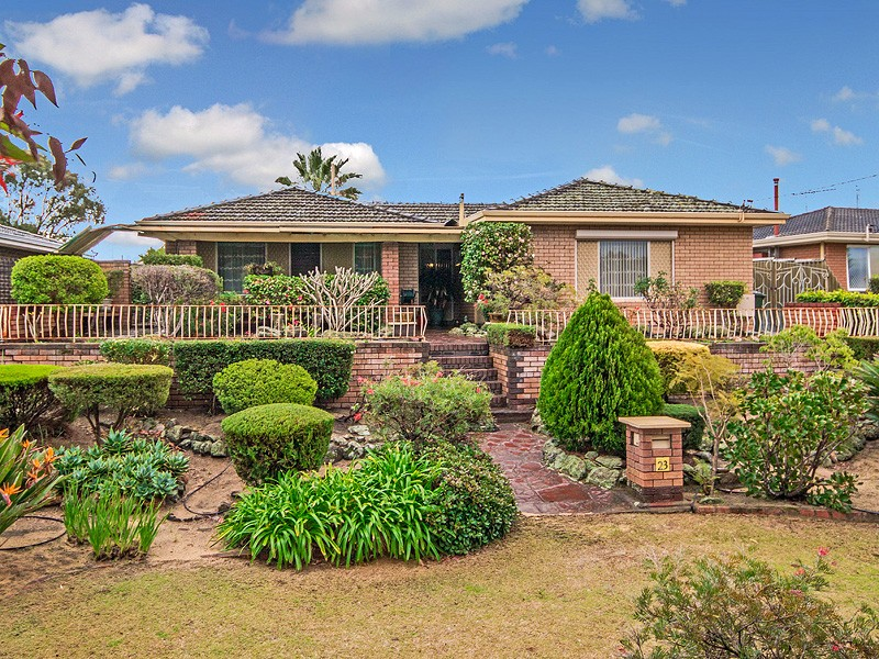 23 Sicklemore Road, Parmelia, WA 6167