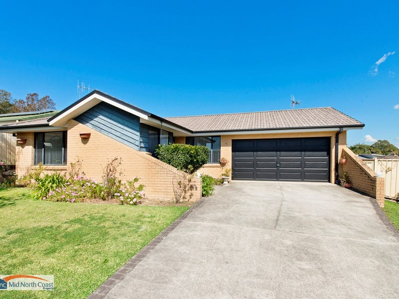 27 Explorers Way, Lake Cathie, NSW 2445