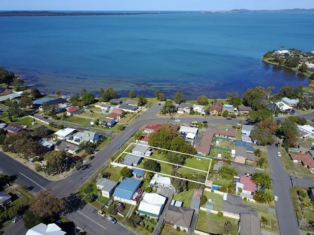 2 Lakeview Avenue, Gorokan, NSW 2263