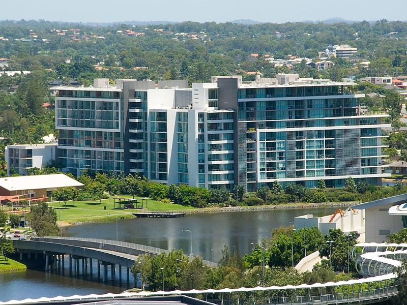 2207/33 T E Peters Drive, Broadbeach Waters, Qld 4218