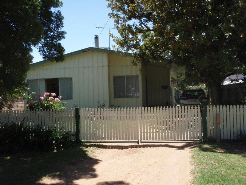 321 Lang Street, Hay, NSW 2711