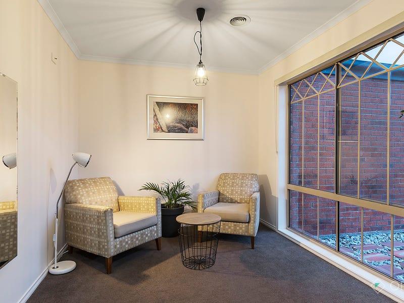 16 Nariel Place, Cranbourne West, Vic 3977