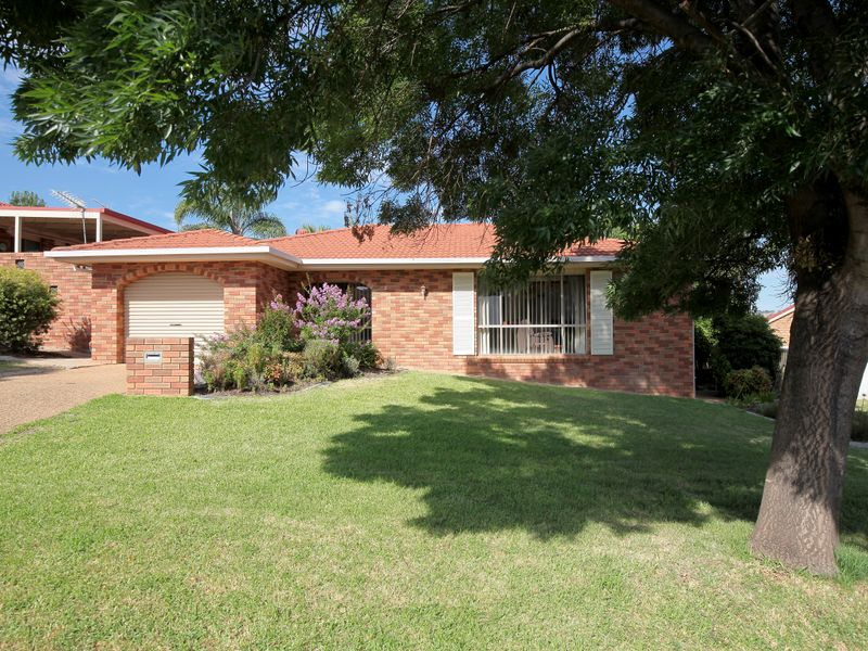 Unit 2/29 Brooklyn Drive, Bourkelands, NSW 2650